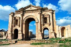 iordaniya-vvela-edinyj-turisticheskij-bilet