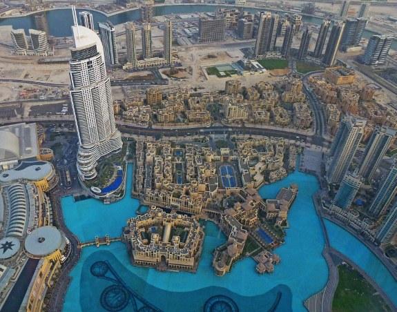 449815dd51_Burj-khalifa-Dubai-view-of-lake-575x452
